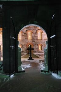 Näkymä Juvan kirkon portista